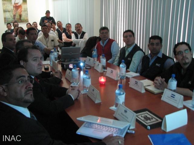 presentacion-de-la-institucion-a-delegacion-oaci