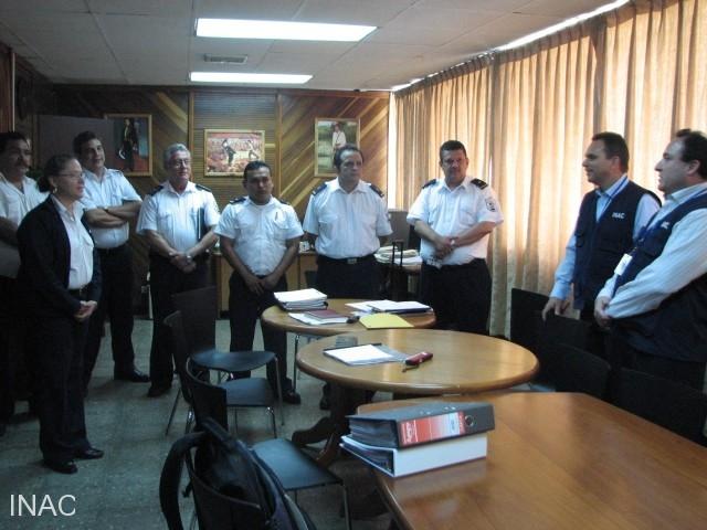 autoridades-de-migracion-con-auditores-oaci