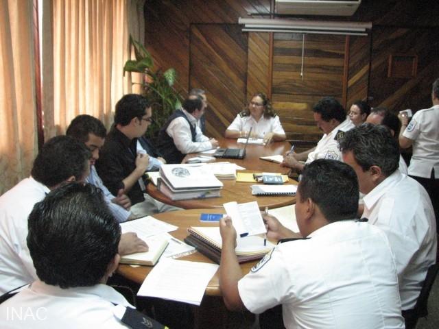 mesa-de-trabajo-con-autoridades-de-migracion-con-auditores-oaci