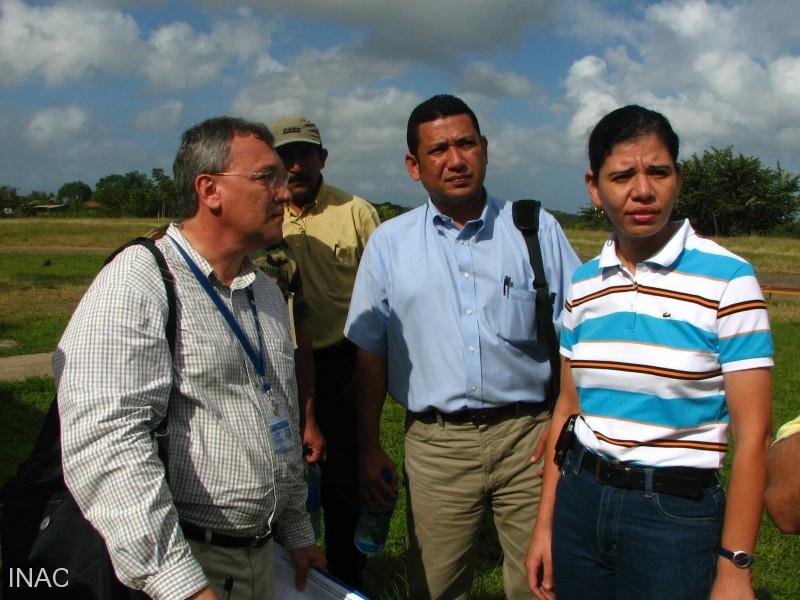 izq-gerente-regional-cocesna-nicaragua-centro-director-inac-der-alcaldesa-de-san-carlos