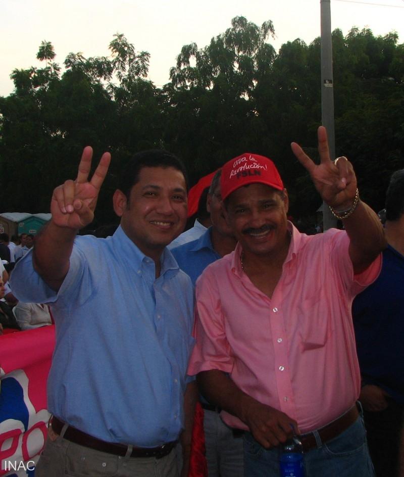 cap-carlos-salazar-director-general-del-inac-con-candidato-a-alcaldia-de-managua-el-tricampeon-mundial-alexis-arguello