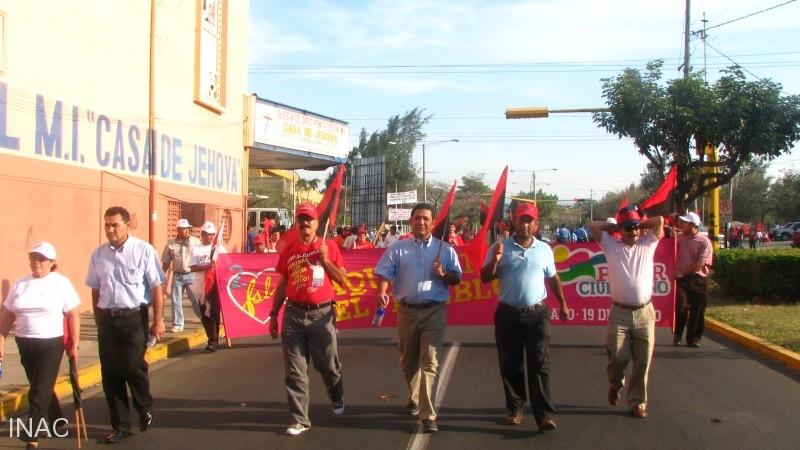 personal-del-inac-marchando-a-la-entrada-a-plaza-de-la-revolucion
