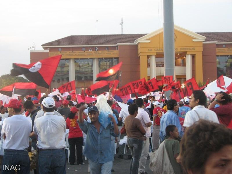 vista-de-la-multitud-en-plaza-de-la-revolucion