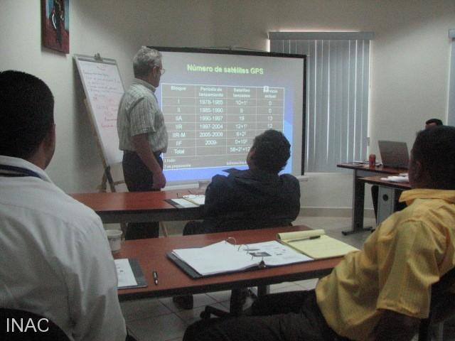 el-instructor-profesor-ivan-hernandez-durante-exposicion-teorica-en-curso-cns