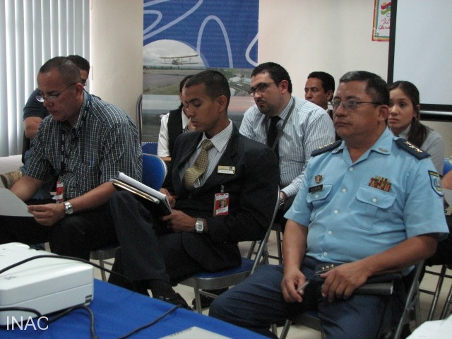 en-la-reunion-participaron-miembros-de-lineas-aereas-empresa-administradora-de-aeropuertos-internacionales-y-fuerza-aerea