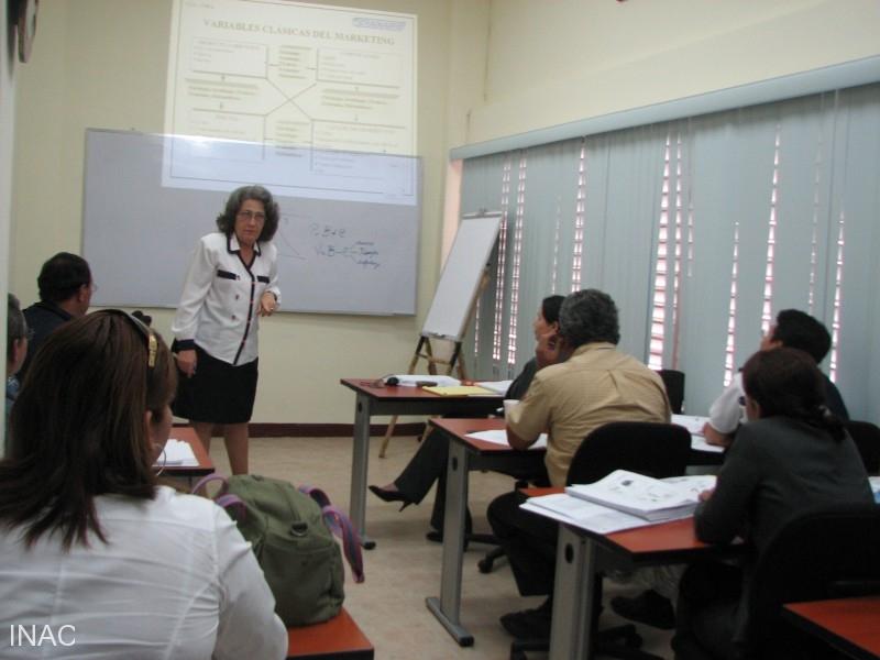 la-instructora-nory-sueiras-da-incio-al-curso-geopa