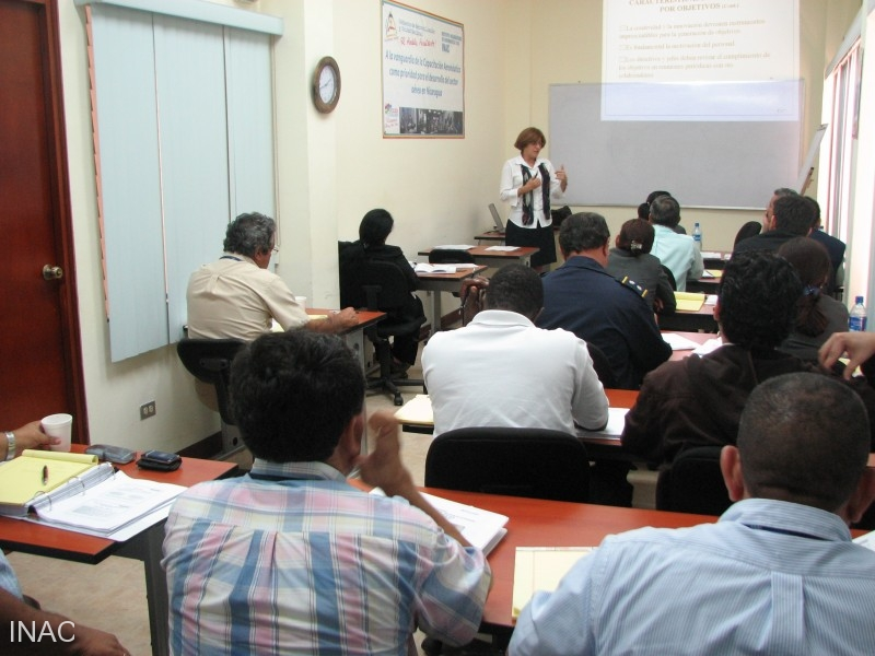 la-instructora-noemi-carta-santos-presentaba-los-contenido-para-el-segundo-dia
