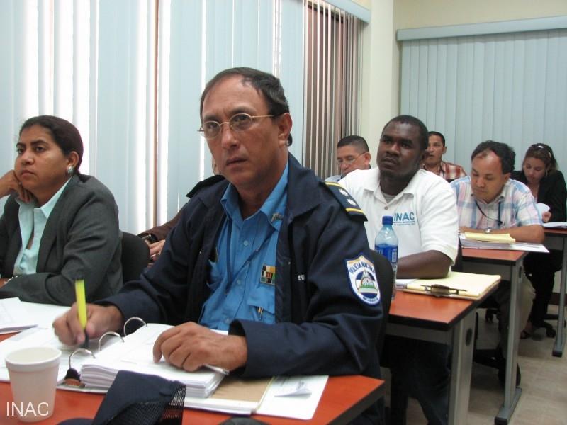 miembros-de-la-policia-nacional-empresa-administradora-de-aeropuertos-internacionales-e-inac-participaron-como-estudiantes-en-el-curso