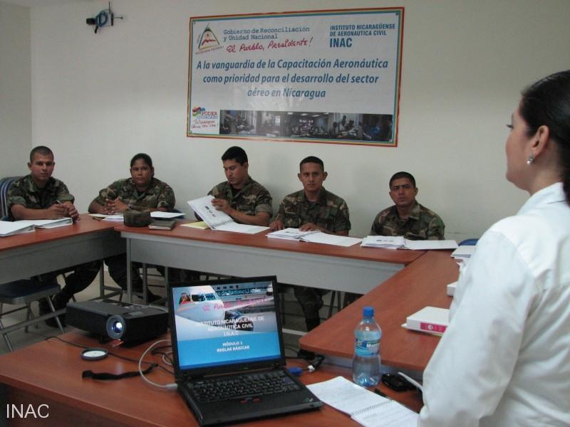 la-instructora-exania-rocha-del-inac-da-inicio-al-curso-de-verificadores-con-el-tema-legislacion-nacional